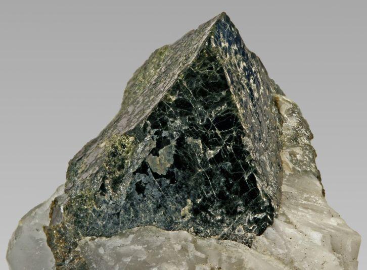 Автомолит - Происхождение и характеристика минерала