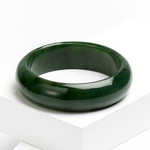 Браслет нефрит зеленый цельный  18 см