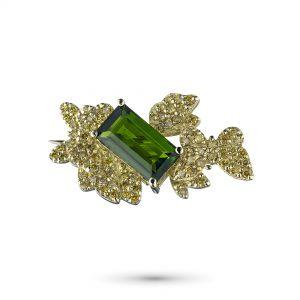 Брошь из желтого золота с хромдиопсидом и бриллиантами