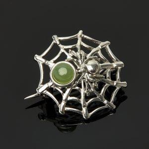 Брошь нефрит зеленый  (серебро 925 пр.)