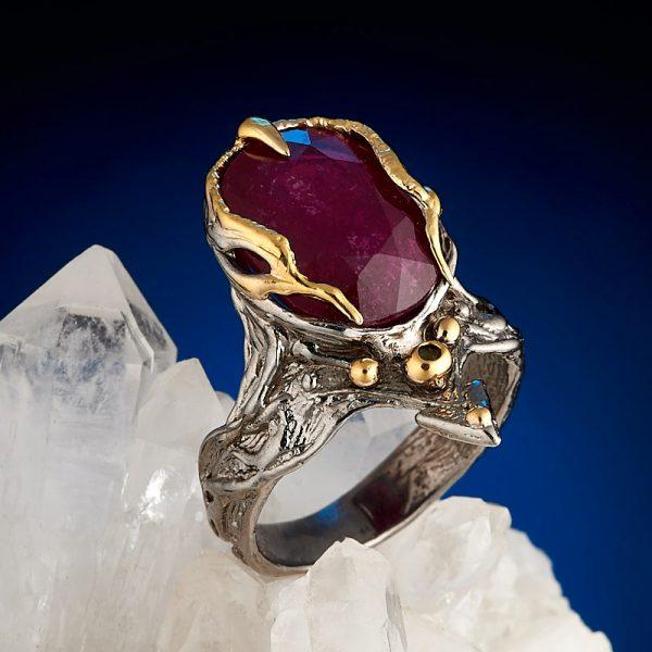 Кольцо корунд рубиновый  огранка (серебро 925 пр., позолота) размер 17,5