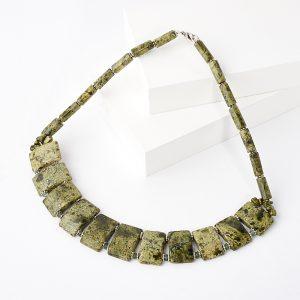 Бусы змеевик  40 см (колье) (биж. сплав)
