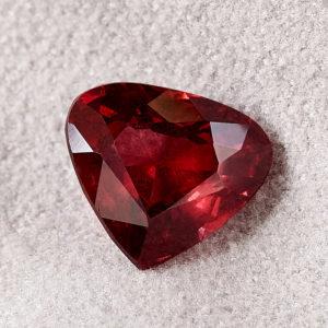 Огранка гранат альмандин  сердце 8*9 мм