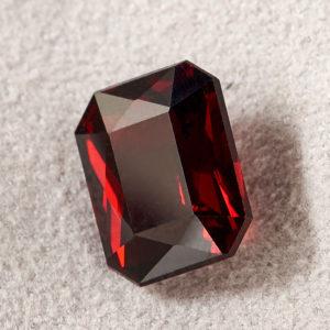 Огранка гранат альмандин  октагон 7,5*9,5 мм