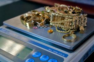 взвешивайте золотое ювелирное изделие